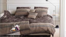 Betten Hoenscheidt Duesseldorf Bettdecke Plaid braun gemustert